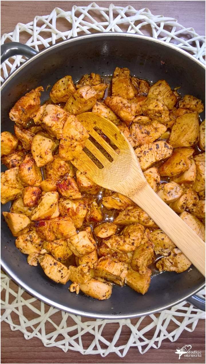Szybkie soczyste kawałki kurczaka. Obiad w kilka chwil.
