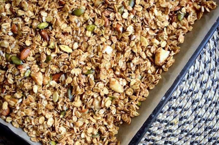 Owsiana granola z orzechami i ziarnami – śniadanie idealne :)