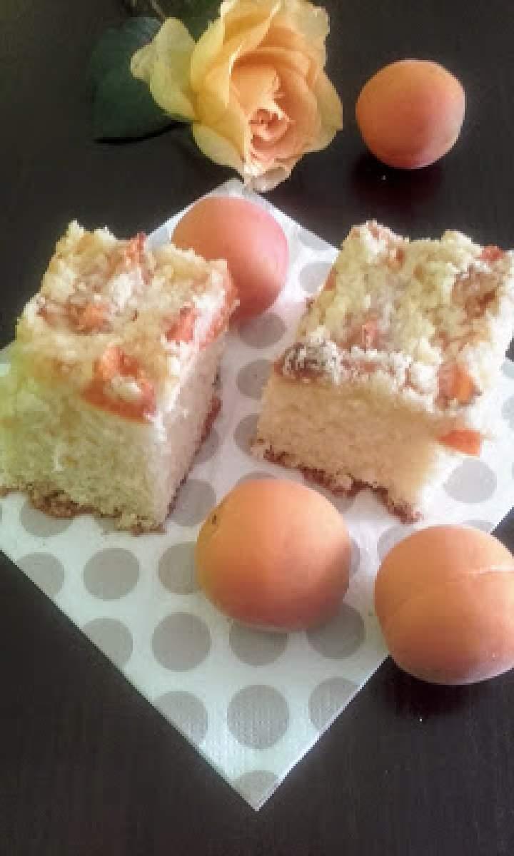 Ciasto drożdżowe z morelami.