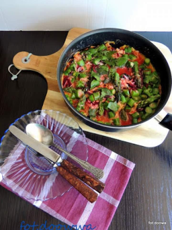 Ryż z botwinką, szparagami i jajecznicą