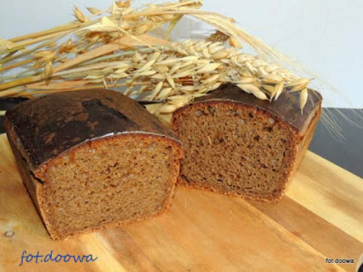 Chleb na zakwasie z kwasu chlebowego z melasą z karobu