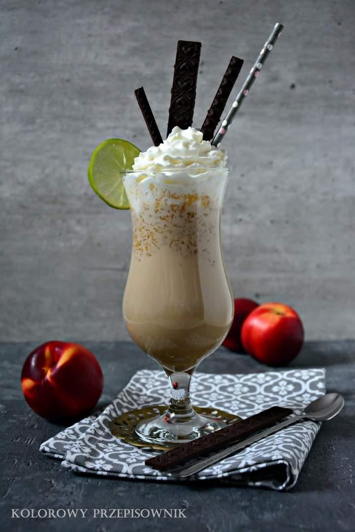 Koktajl kawowo-nektarynkowy (bez blendera)