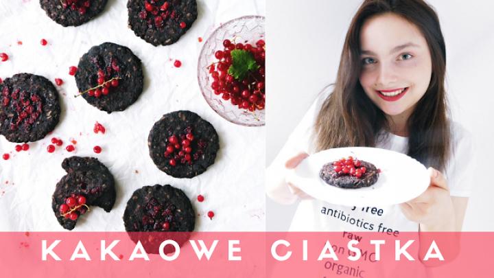 Kakaowe ciastka z czerwoną porzeczką