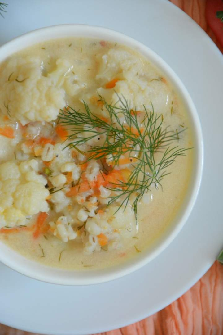 Zupa kalafiorowa z kaszą jęczmienną