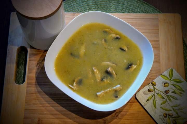 Dietetyczna zupa krem z pora z dodatkiem pieczarek