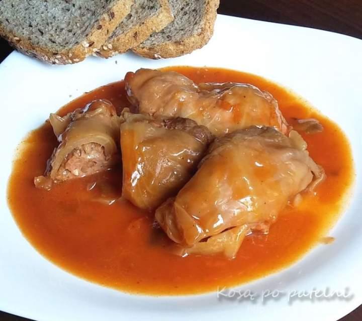 Gołąbki klasyczne w kapuście z mięsem i ryżem