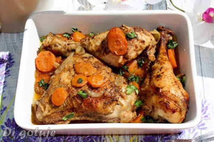 Kurczak pieczony z marchewką i cebulą o smaku wędzonym