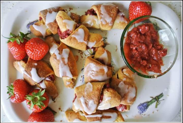 Słodycze bez cukru, czyli rogale z truskawkami