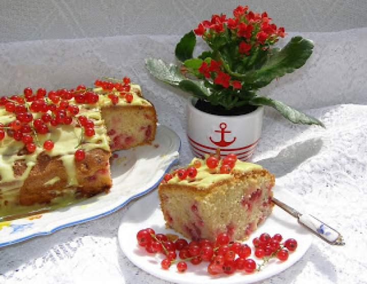 łatwe i smaczne ciasto ucierane z porzeczkami…