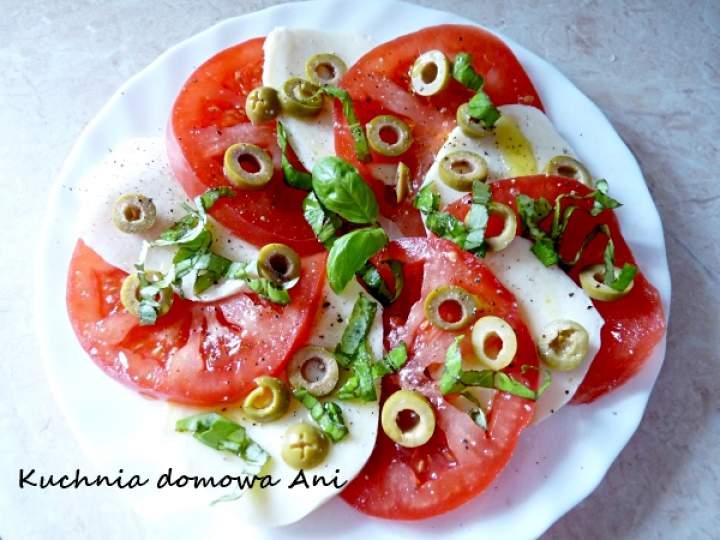 Sałatka caprese z oliwkami