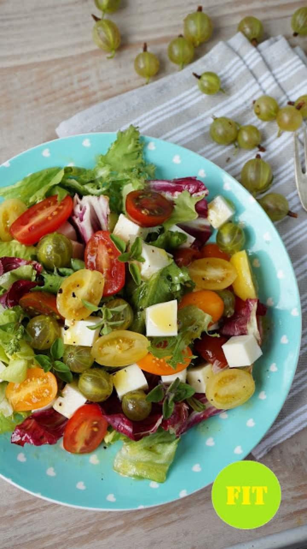 Sałatka z pomidorkami i agrestem