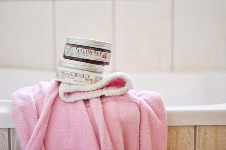 Peeling malinowy, balsam orzechowy i aromatyczne sole do kąpieli – Fresh & Natural
