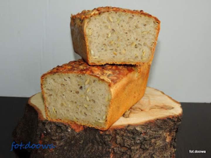 Chleb na dzikich drożdżach z rabarbaru, mięty i bazylii tajskiej z pestkami dyni
