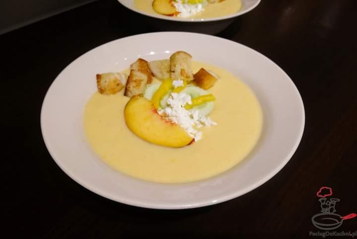 Zupa chłodnik z brzoskwini