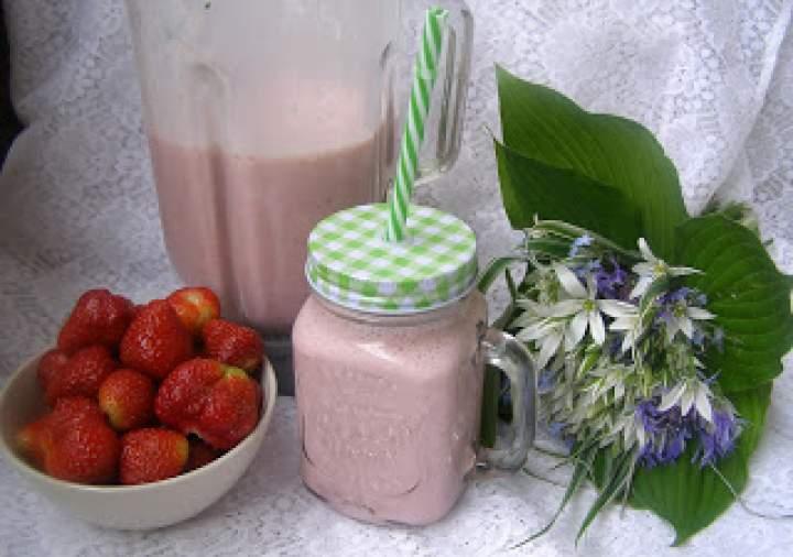 koktajl maślankowo-truskawkowy…