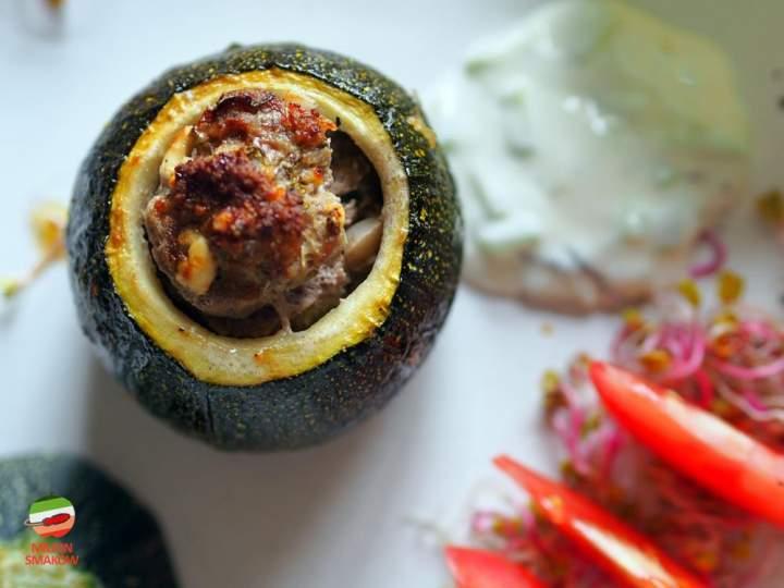 Cukinia nadziewana jagnięciną z serem feta, kolendrą i rozmarynem