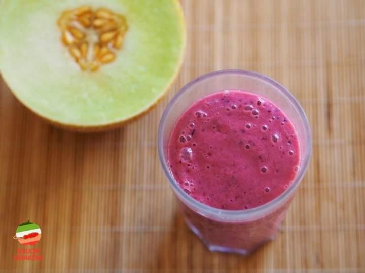 Smoothie z melona, malin i porzeczek