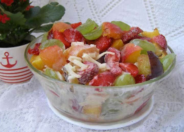 sałatka owocowa z makaronem i jogurtem…