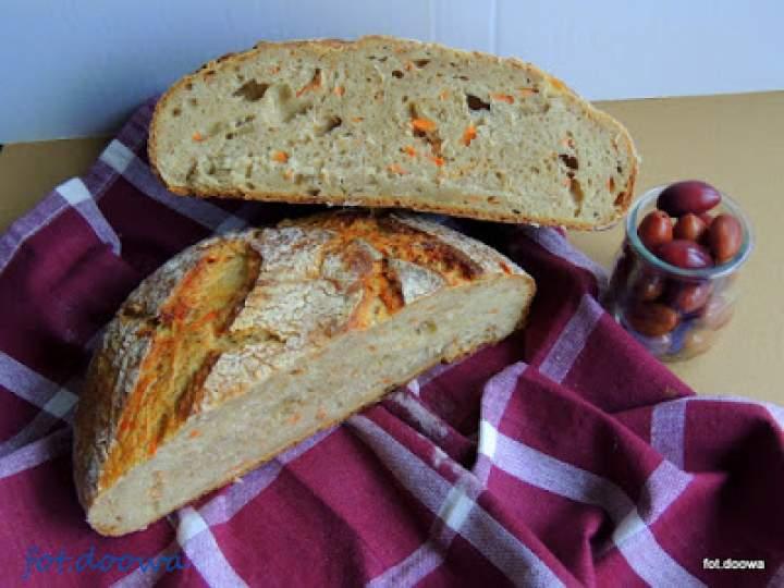 Chleb na dzikich drożdżach z wody zakwasowej marchwiowo – pietruszkowej z tartą marchewką