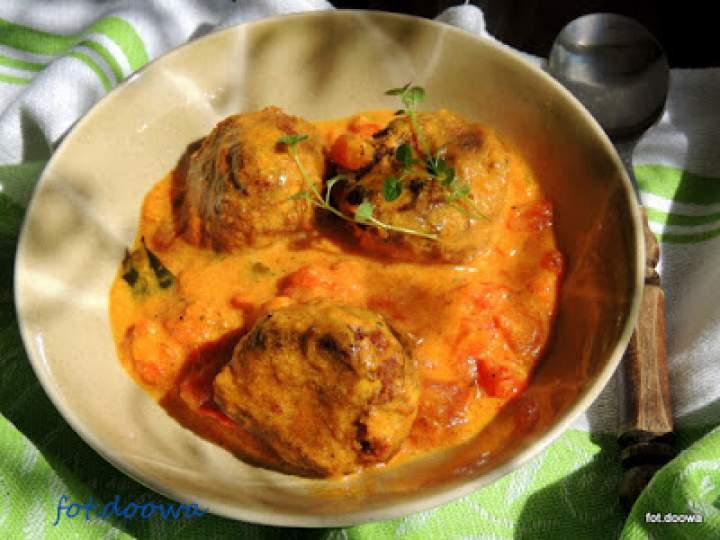 Pulpety rybne w sosie pomidorowym – rybne curry