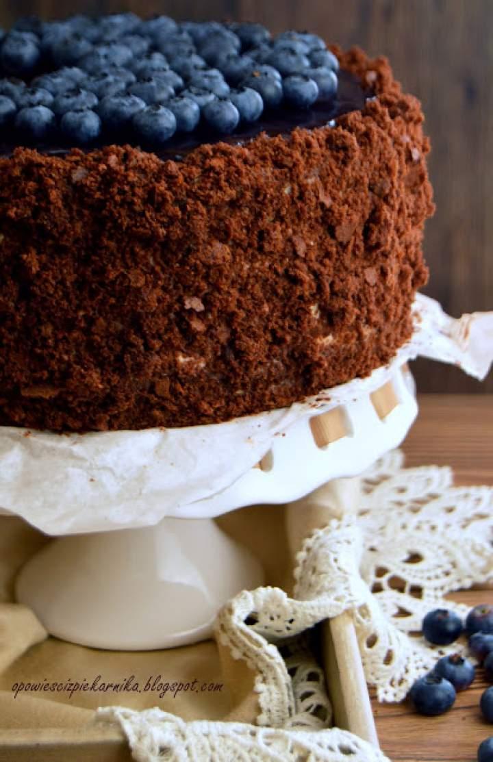 Tort czekoladowo – śmietankowy z jagodami