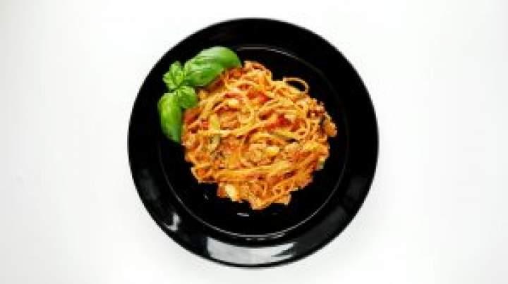 Kremowe spaghetti z cukinią