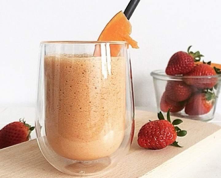 dynia + truskawki + pomarańcza + miód + kurkuma + mleko roślinne