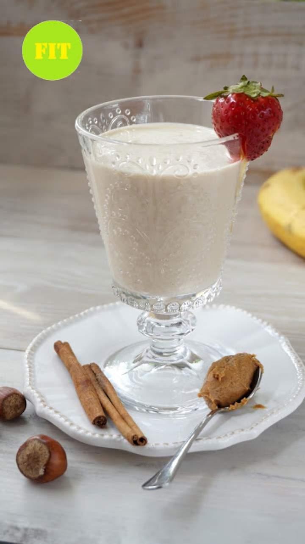 Koktajl bananowy z masłem orzechowym