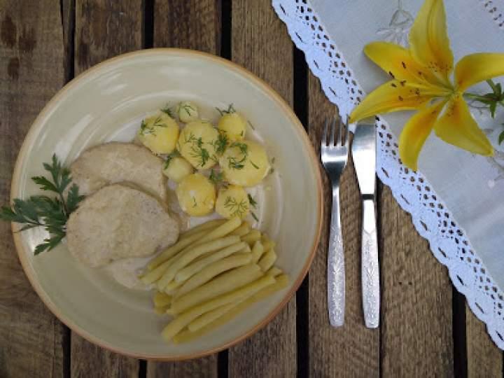 Schab w sosie musztardowym z ziemniakami i fasolką szparagową