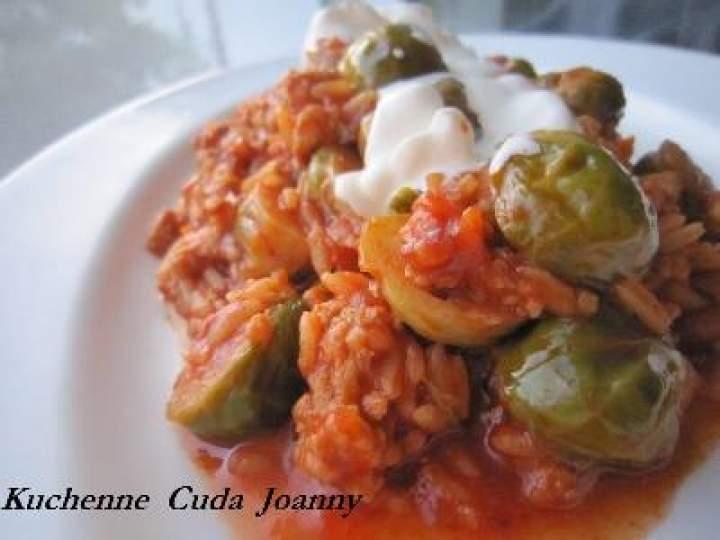 Brukselka w Sosie Pomidorowym ala Gołąbki (Danie Jednogarnkowe)