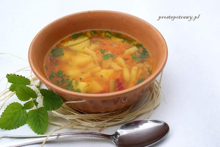 Zupa jarzynowa z kalarepką
