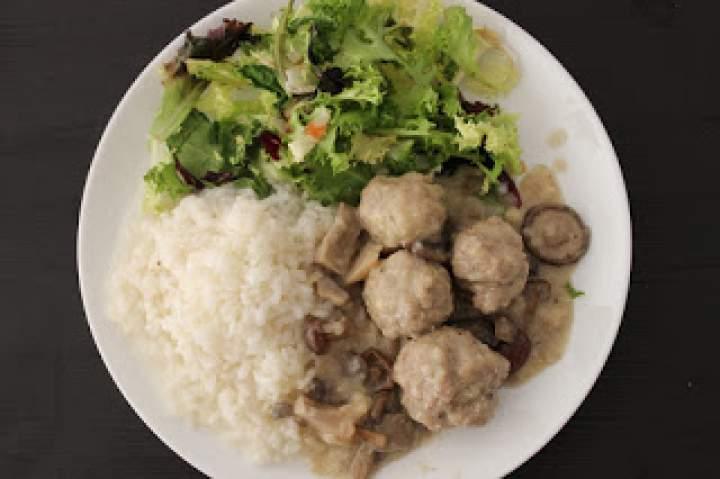 Drobiowe pulpeciki w sosie grzybowo-śmietanowym