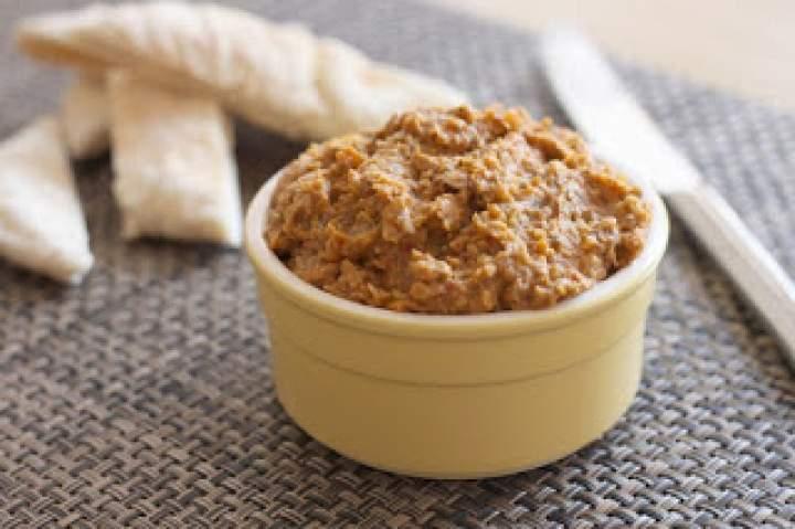 Pasztety i pasty kanapkowe – przegląd produktów wegańskich dostępnych w sklepach sieciowych