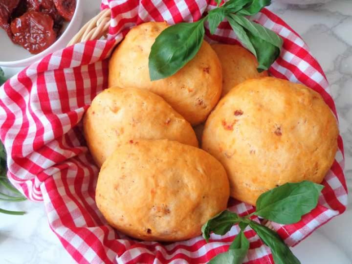 Z cyklu: Domowe pieczywo – Focaccia z suszonymi pomidorami (Focaccia ai pomodori secchi)
