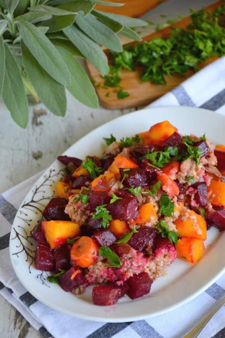 Zdrowa zapiekanka z pieczonymi warzywami