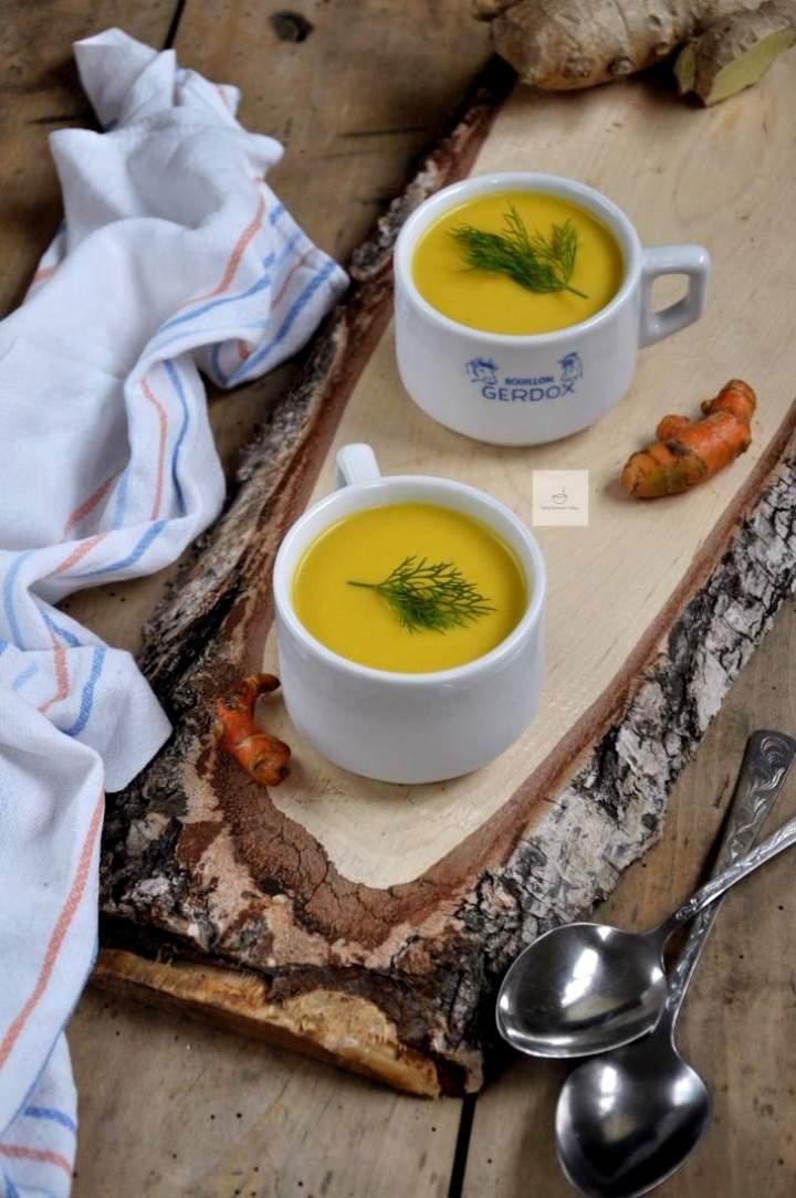 Rozgrzewająca zupa krem z kalafiora i curry