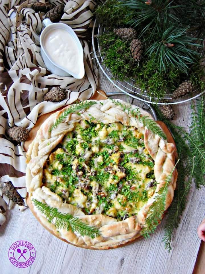 Drożdżowa tarta z leśnymi grzybami i jajkiem