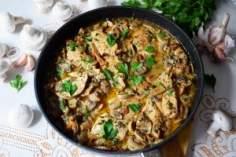 Soczysty kurczak wlekkim sosie grzybowym