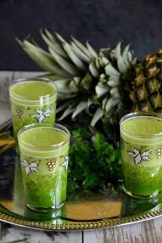 Zielony koktajl z ananasem