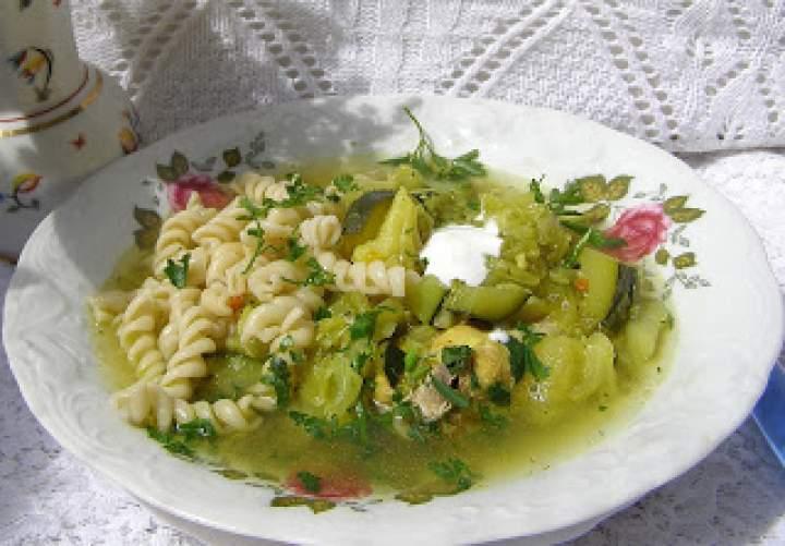 wielowarzywna zupa z makaronem…