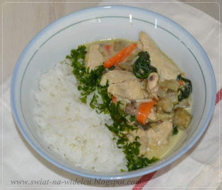 Zielone curry z kurczakiem i ryżem jaśminowym