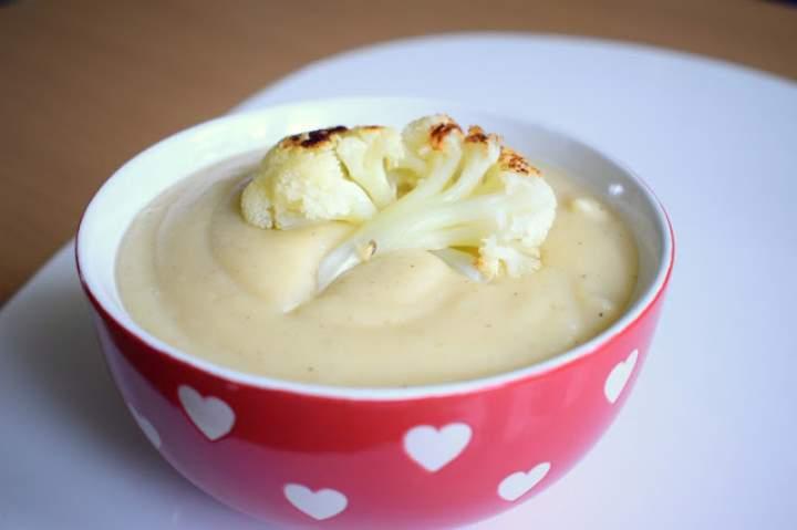 Zupa krem z pieczonego kalafiora i ziemniaków – obłędnie przepyszna :)