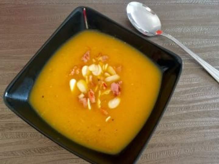Zupa dyniowa z wędzonym boczkiem