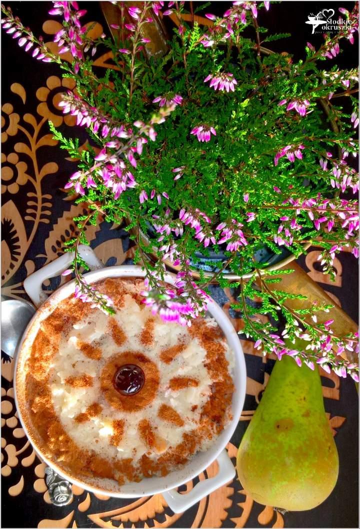 Zapiekany pudding ryżowy z gruszką i cynamonem