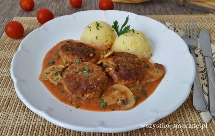 Serowe klopsiki w sosie pomidorowo-serowym