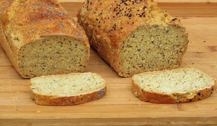 Chleb z ziarnami, upieczony na proszku…