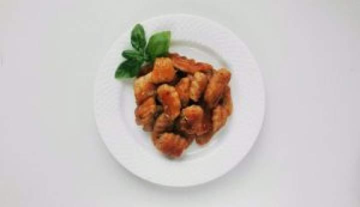 Gnocchi z pastą z suszonych pomidorów i żurawiny