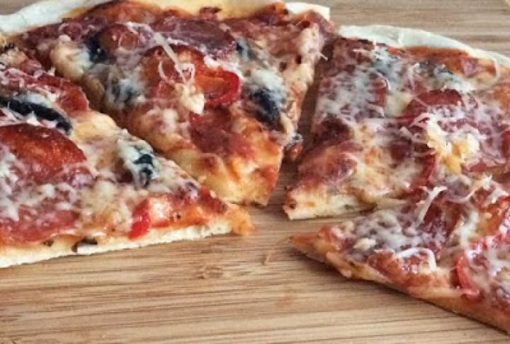 Pizza domowa z salami