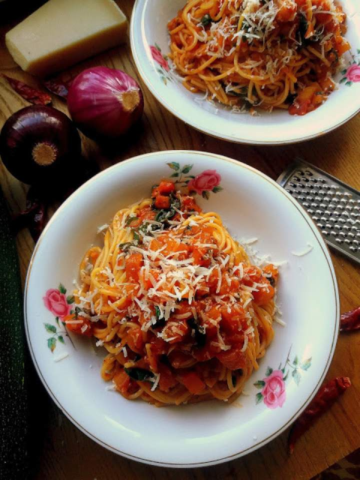 Pikantny makaron z kabaczkiem lub dynią / Spicy Squash Pasta
