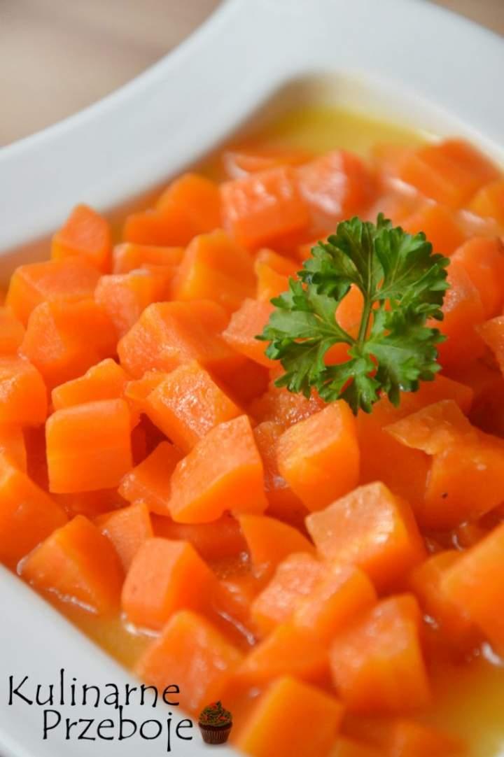 Gotowana marchewka. Marchewka duszona do obiadu.